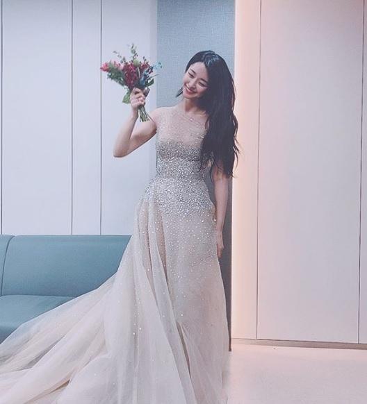 '이태원 클라쓰' 권나라 나이? 권나라, 아름다운 드레스 자태로 눈길